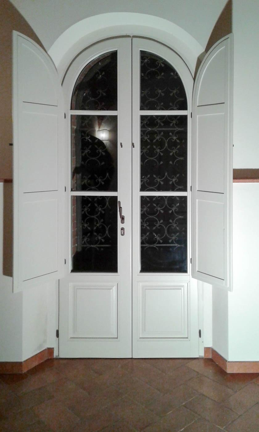 finestrone bianco centinato