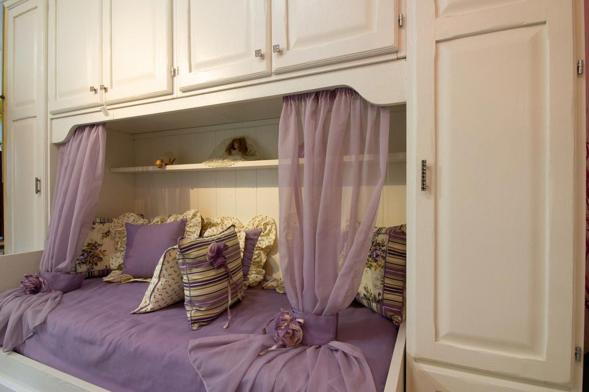 Camera in castagno bianco armadio personalizzato