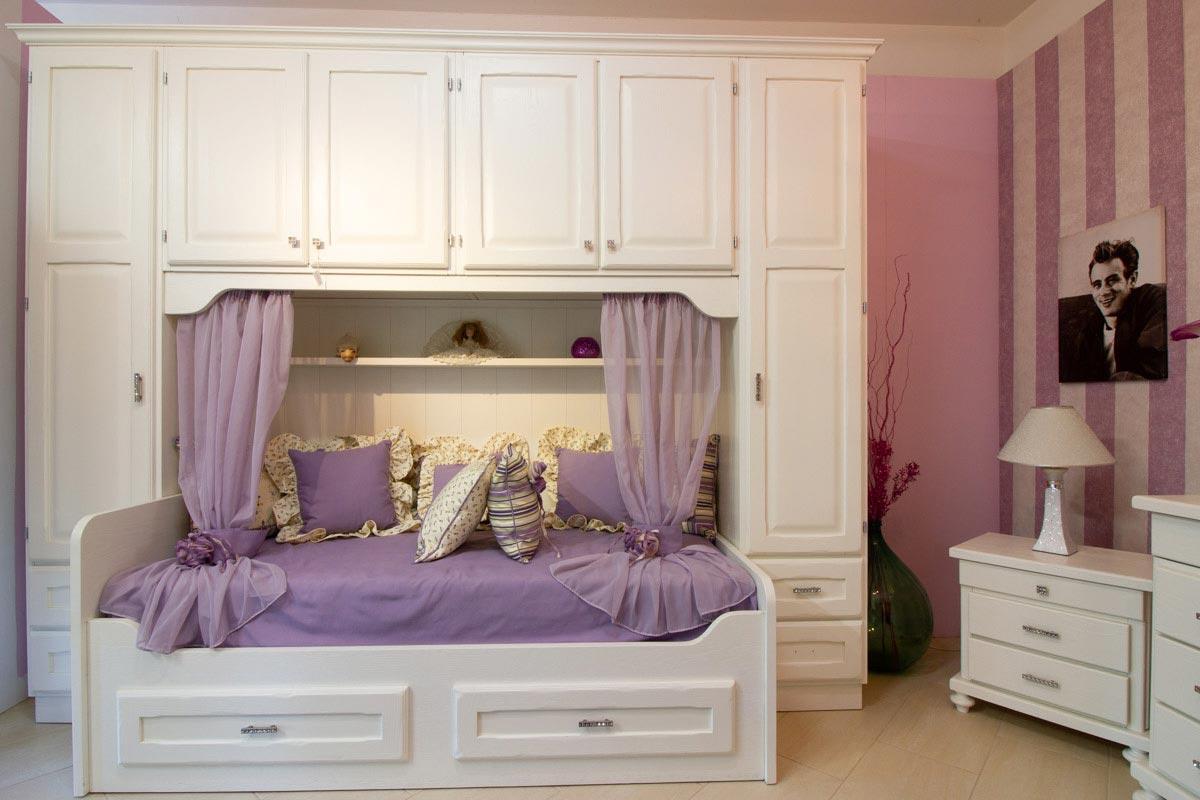 Camera in castagno bianco letto e armadio